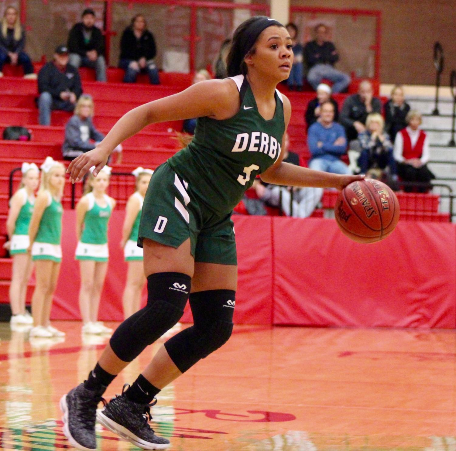 Junior+Aliyah+Meyers+dribbles+while+looking+for+a+teammate+to+pass+the+ball+to.