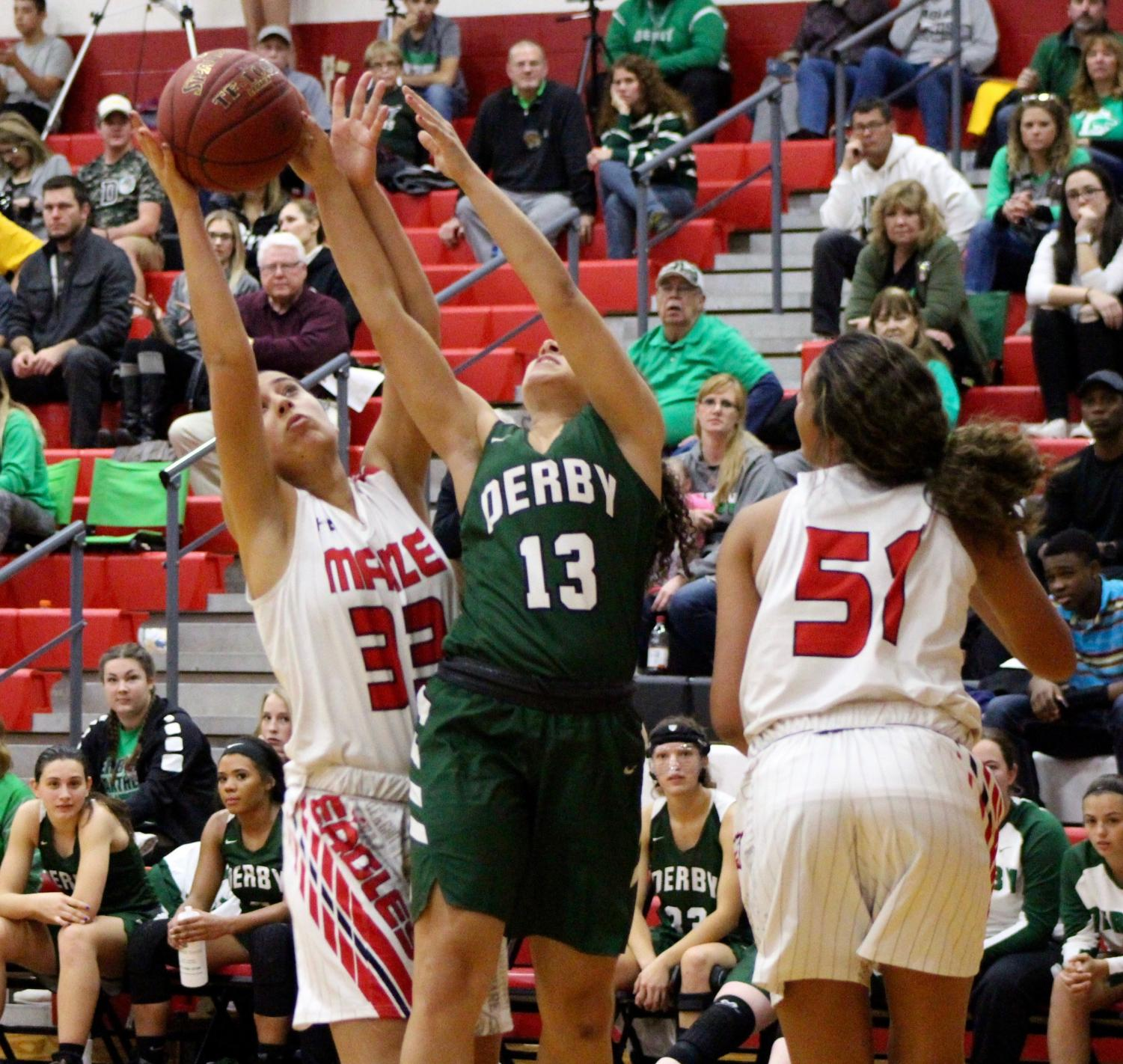 Senior+Ahdaya+Meyers+reaches+to+grab+the+ball+from+Maize%27s+possession.