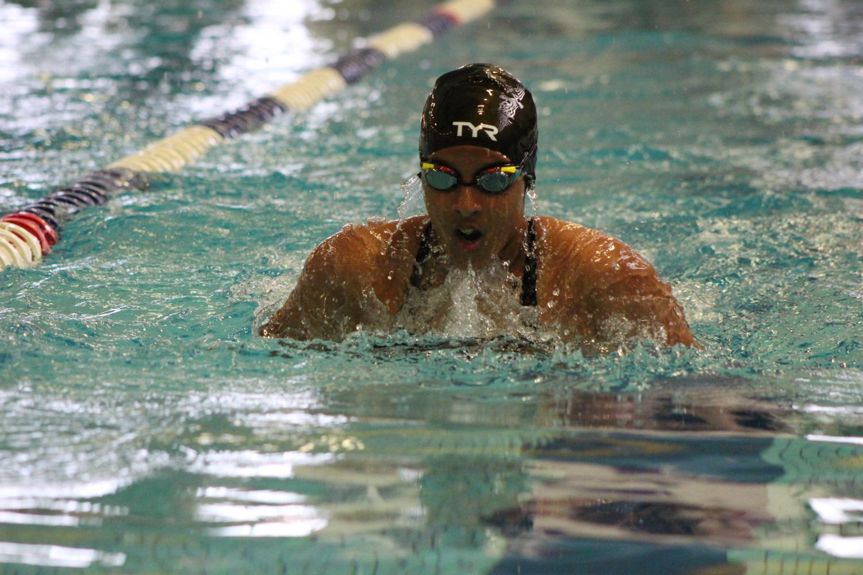 Freshman+Heily+Monge+swims++in+the+100+yard+breaststroke.
