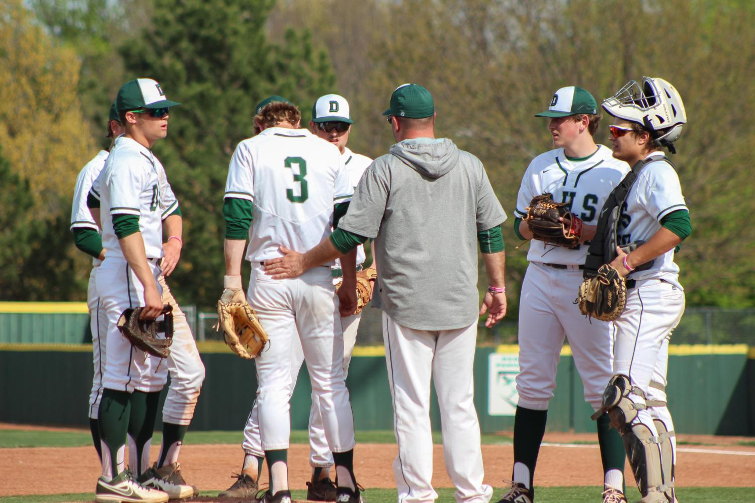 Day+time+infield+huddle