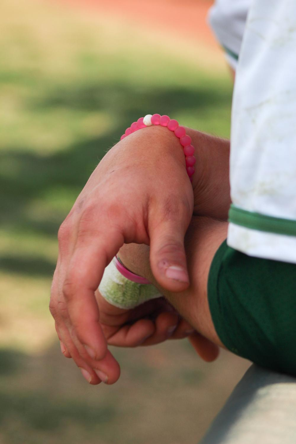 Senior+Jackson+Syring+wears+pink+breast+cancer+arm+bands+in+support+of+his+mother