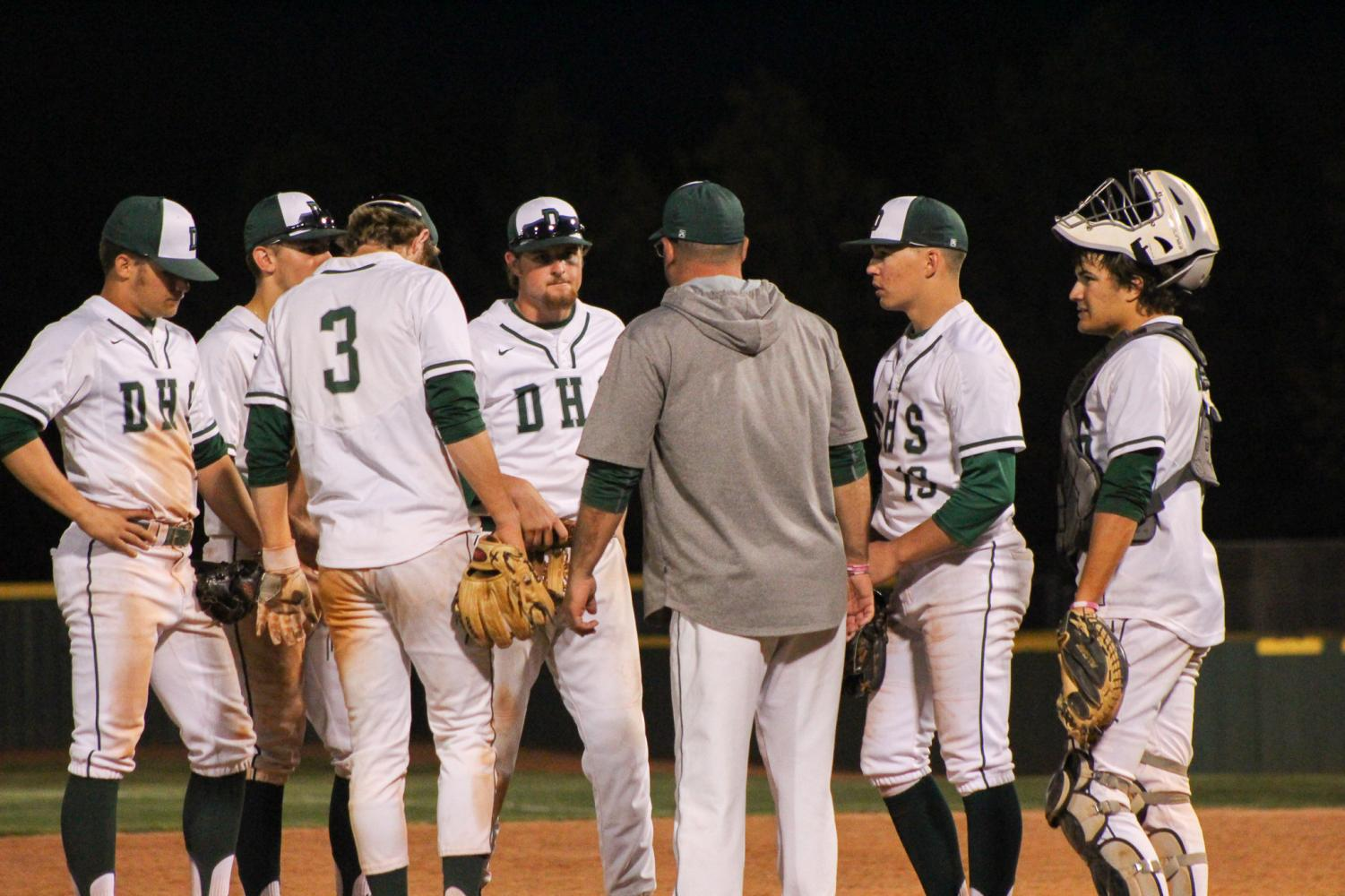 Night+time+infield+huddle