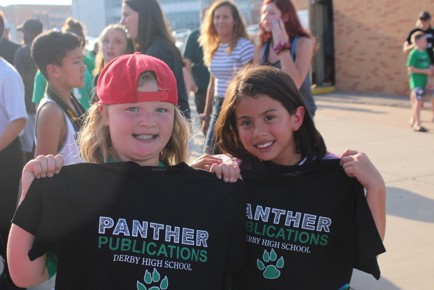 Future+Panthers+pose+for+a+photo+with+Derby+High+School+Journalism+t-shirts+from+2017.+