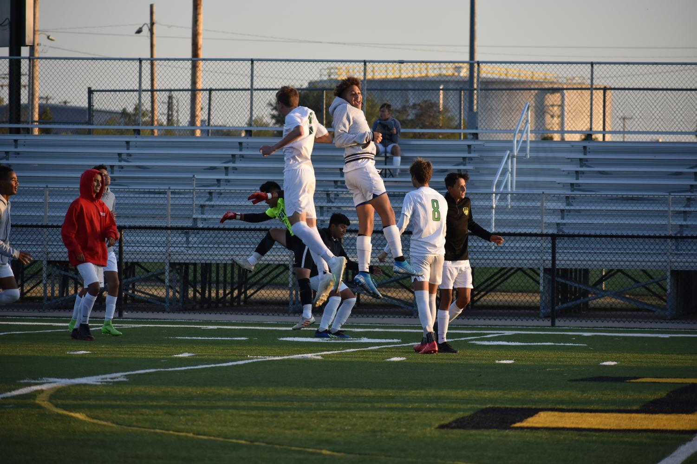 Boys+varsity+soccer+vs+Newton+%28Photos+by+Damien+Matmanivong%29