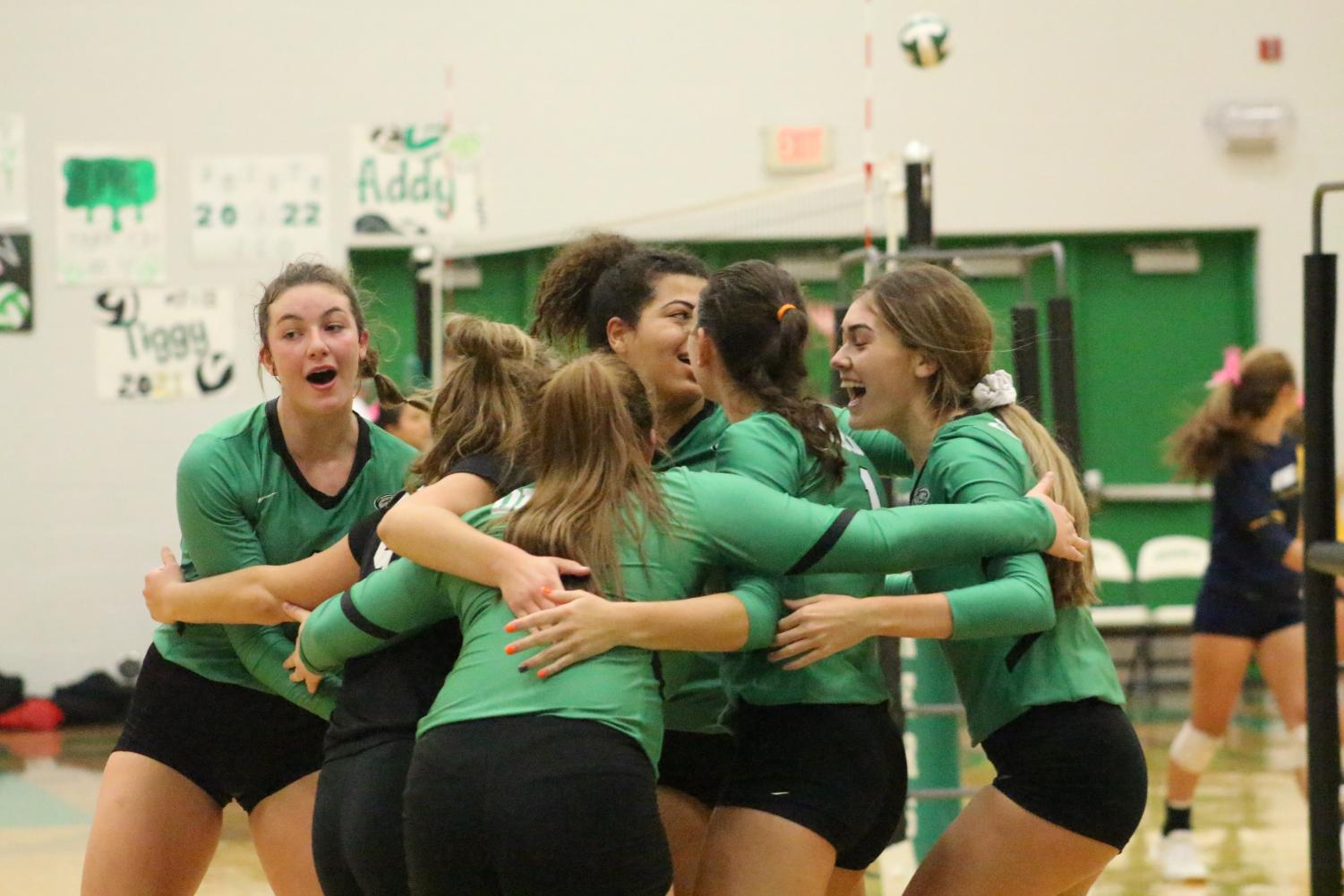 The+team+celebrates+after+scoring+the+winning+point+during+the+first+set+against+Washburn+Rural