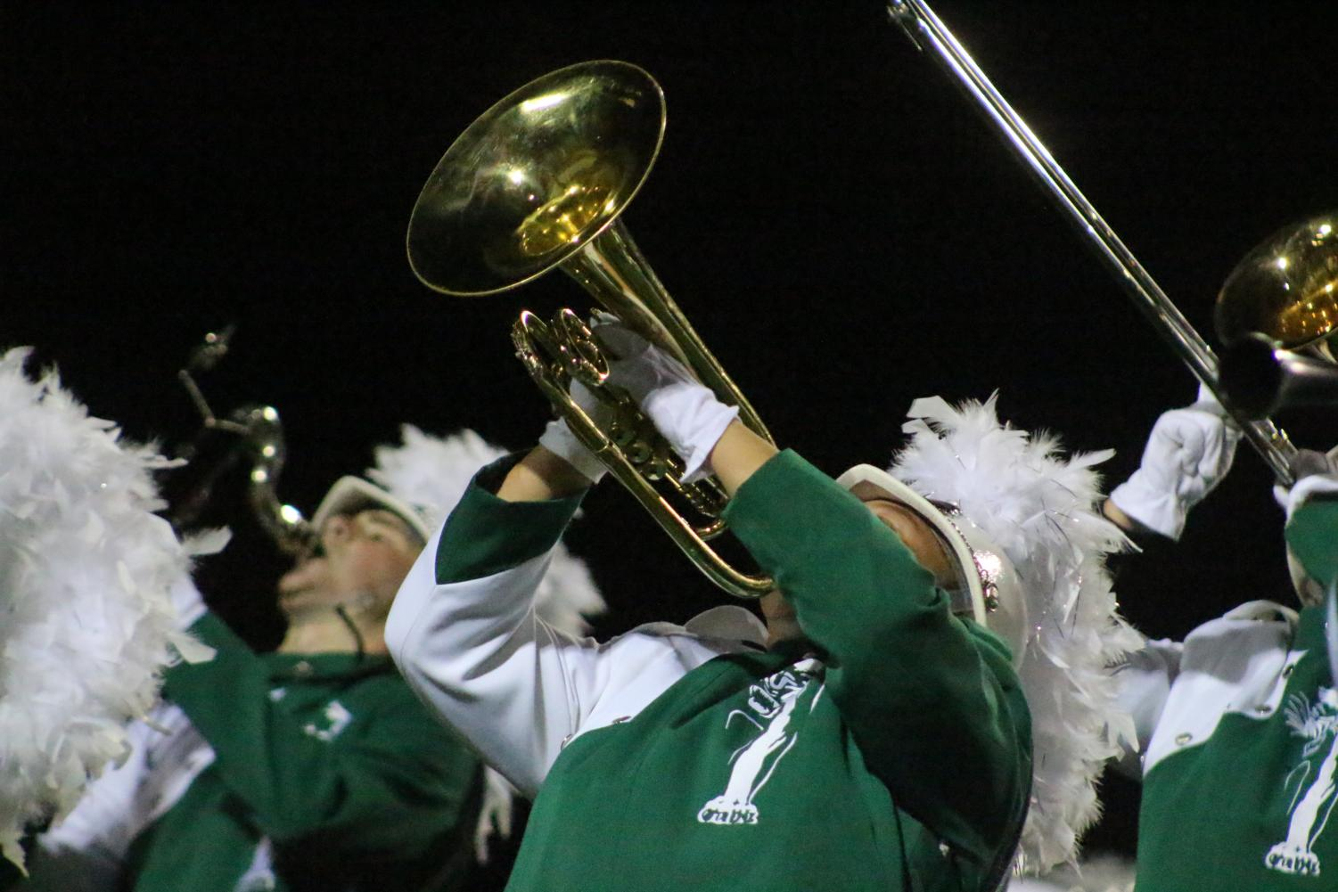 A+trumpet+player+turns+his+horn+towards+the+air+during+the+marching+band+performance%2C+%22About+Love%22+during+halftime