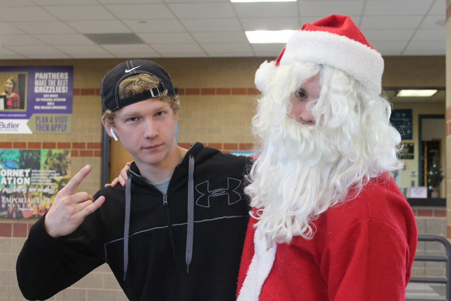 A+senior+poses+to+get+his+photo+taken+with+Santa