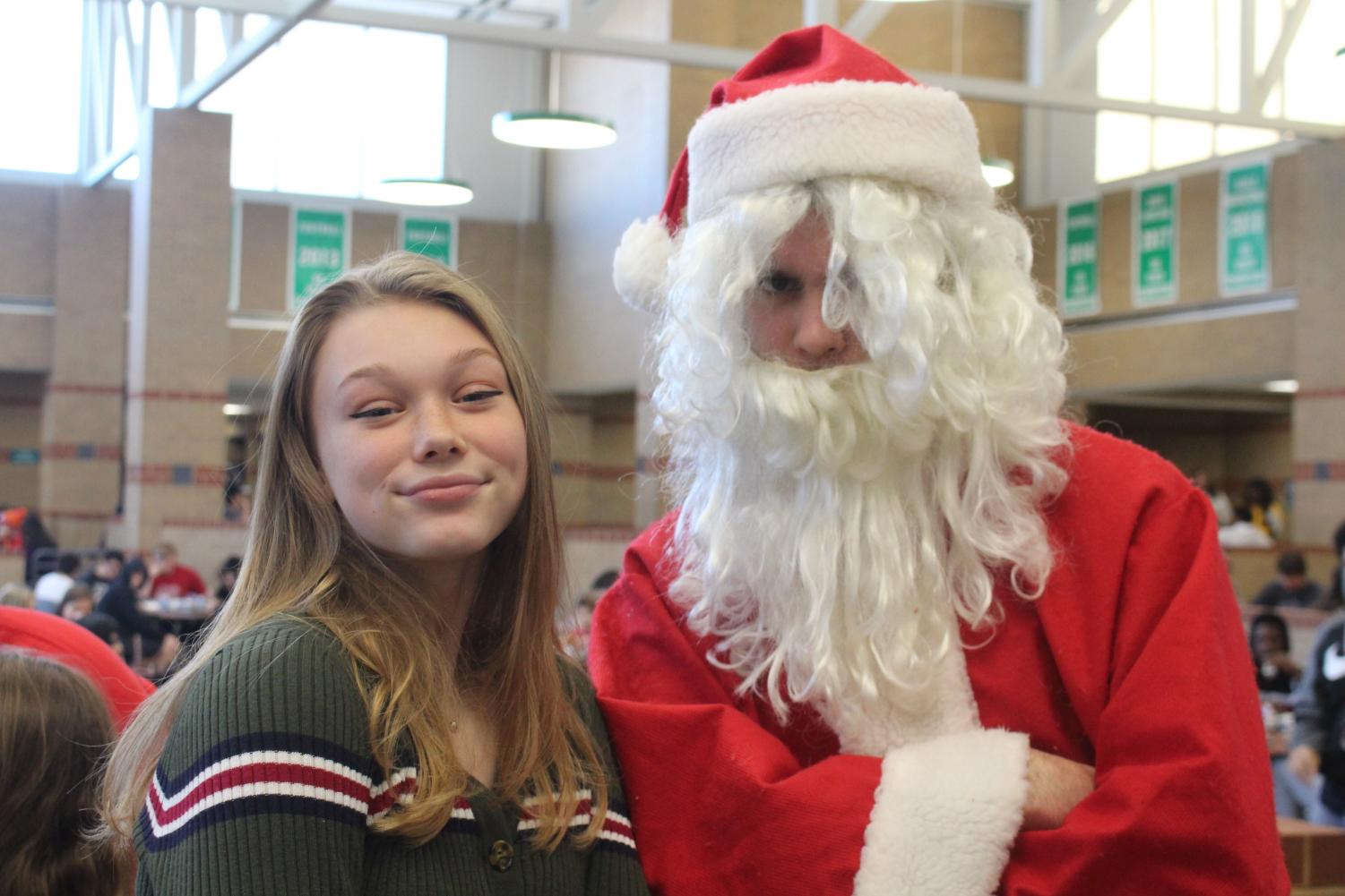 A+student+poses+for+her+photo+with+Santa