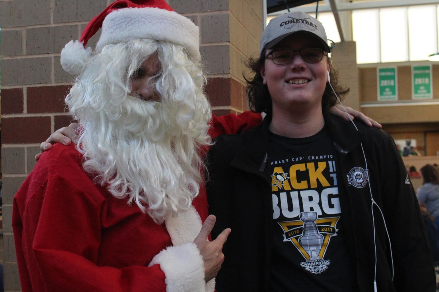 Junior+Corey+Whitfield+poses+for+a+photo+with+Santa
