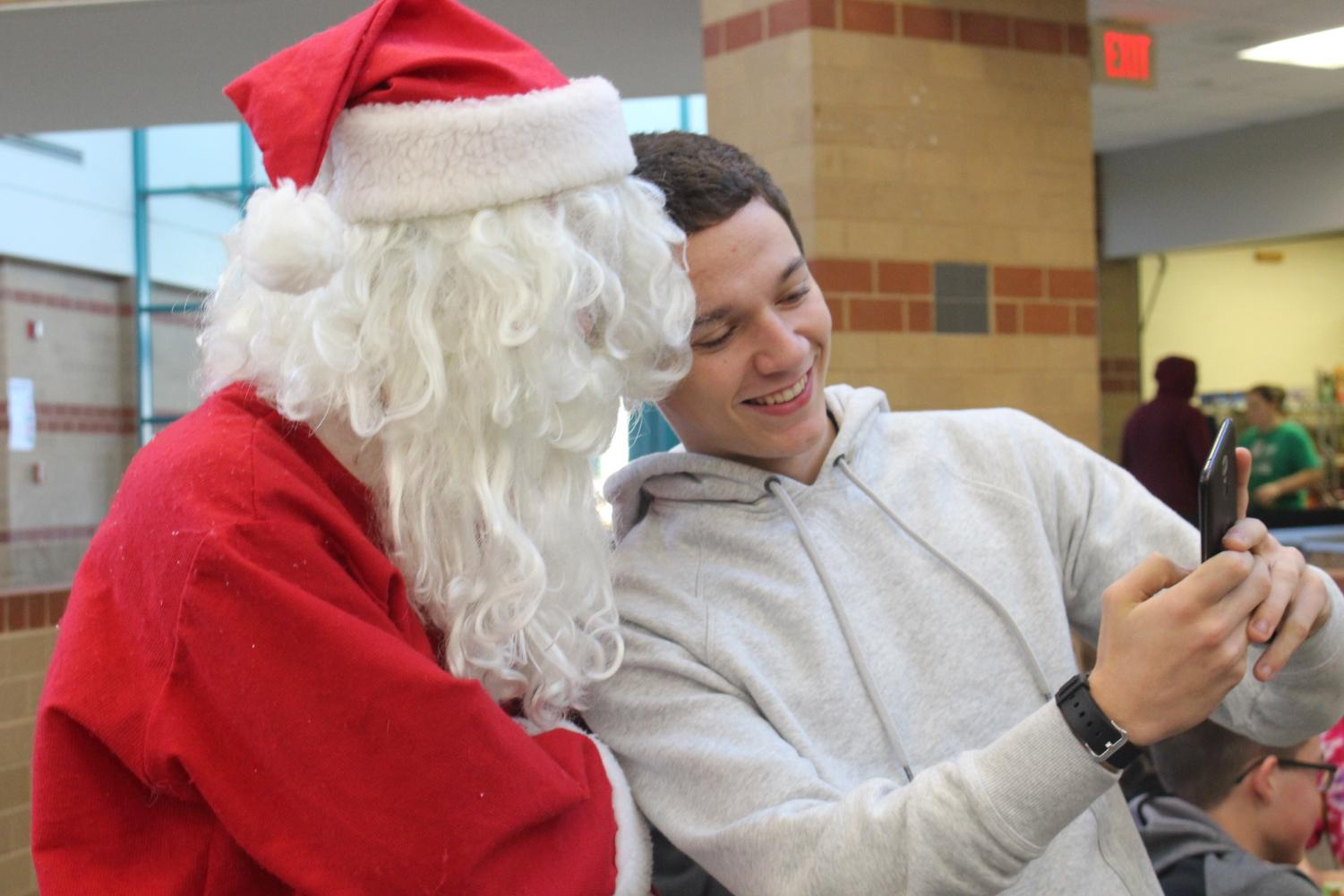 A+student+takes+a+selfie+with+Santa