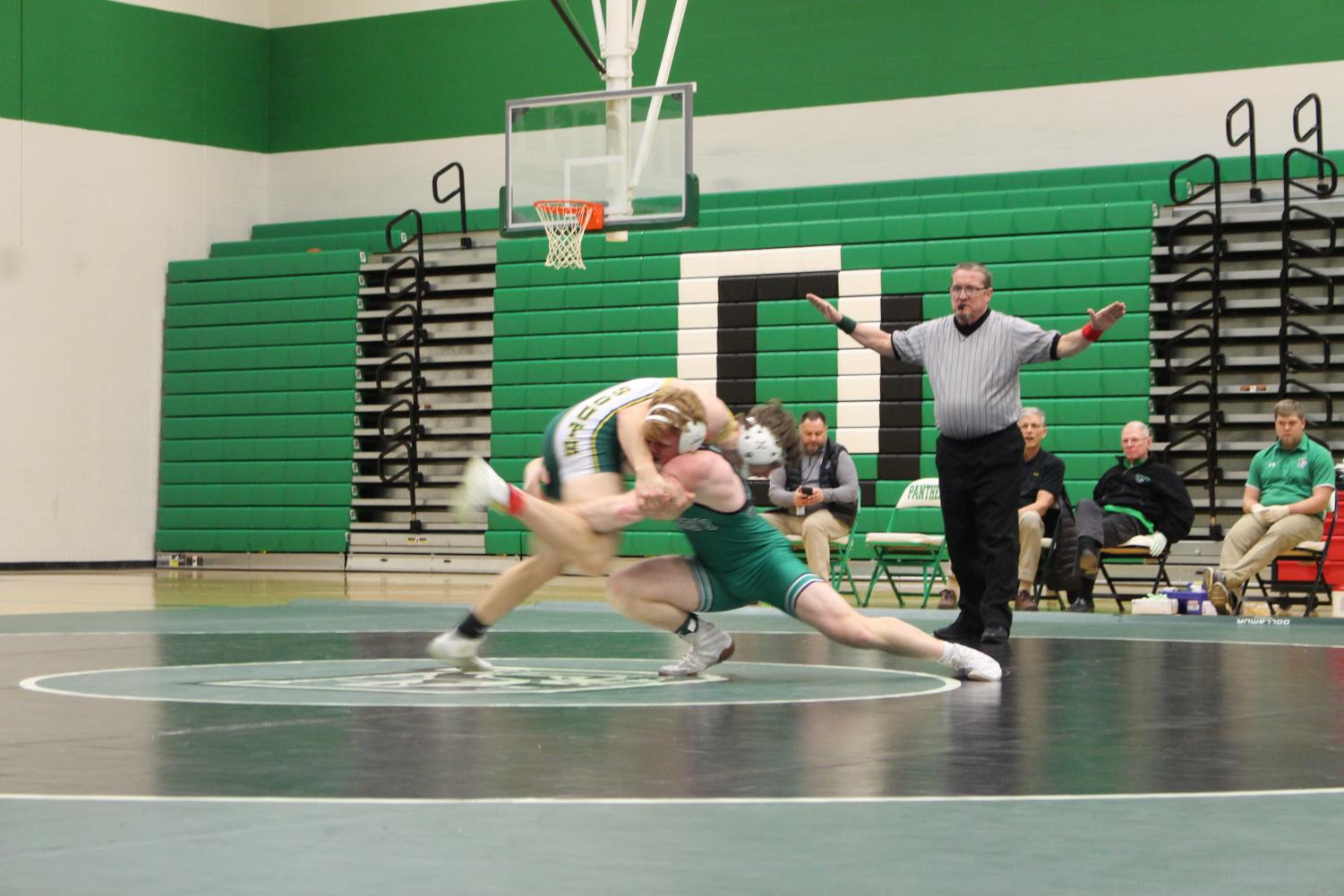 Derby+vs.+Salina+South+Wrestling+%28Photos+by+Janeah+Berry%29