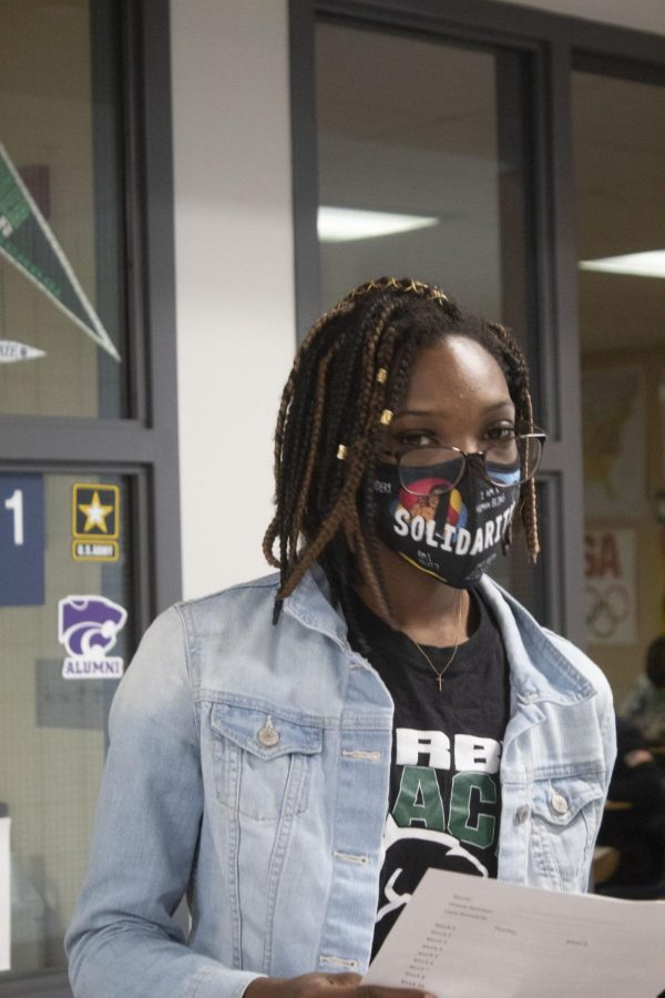 Students turn masks into accessories