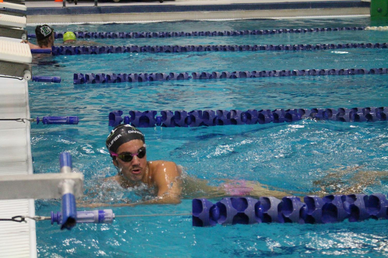 Boys+Swim+Team+Practice%28Photos+By+Alondra+Lopez%29