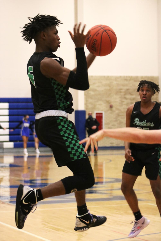 Boys+basketball+vs.+Kapaun+Mount+Carmel+%28Photos+by+Reese+Cowden%29