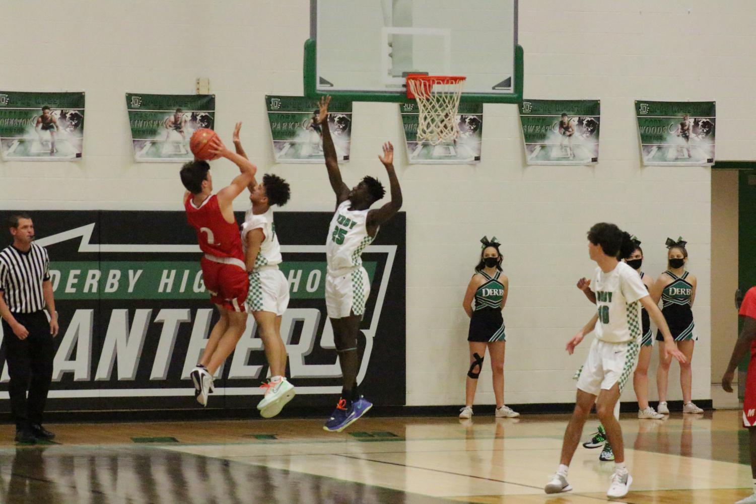 Boys+basketball+vs.+Maize+%28Photos+by+Janeah+Berry%29