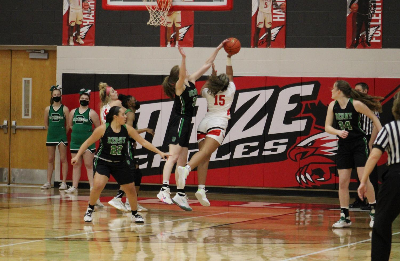Varsity+Basketball+at+Maize+%28photos+by+Hailey+Jeffery%29