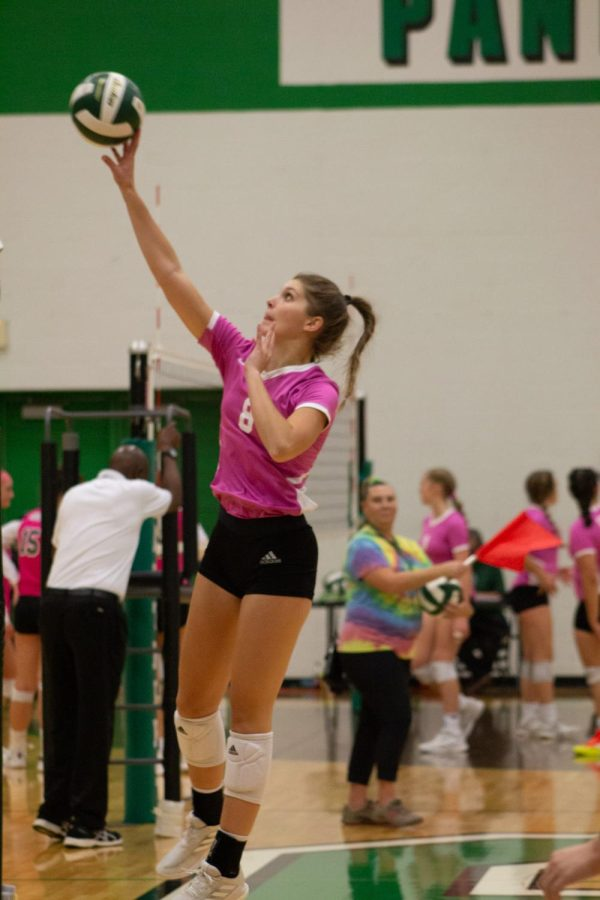 Varsity Volleyball Pink Out (Photos by Lolaina Gutierrez)